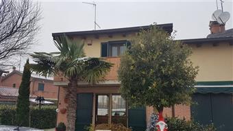 Villa a schiera in Via Navigazione, San Martino, Ferrara