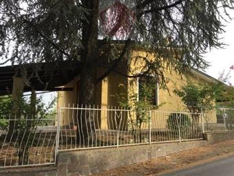 Villino in Castana, Castana
