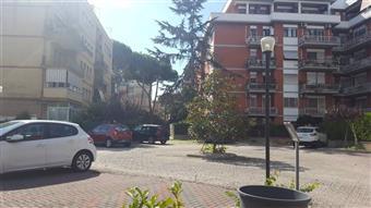 Trilocale in Piazza Alberto Alessio, Ostia, Roma