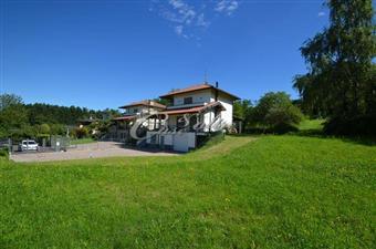 Villa, Olmeda, Capiago Intimiano, in ottime condizioni