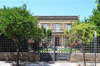 Villa in Viale F. Lo Re, Centro Storico, Lecce