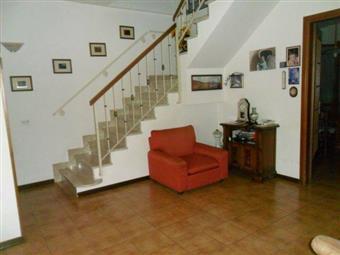 Villa a schiera, Isola, Ortonovo, abitabile