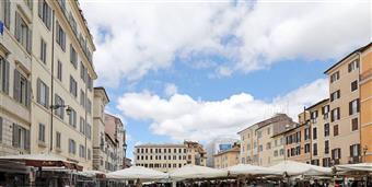 Appartamento in Piazza Campo De Fiori, Centro Storico, Roma