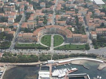 Locale commerciale in Via Degli Oleandri, Ardenza, Livorno