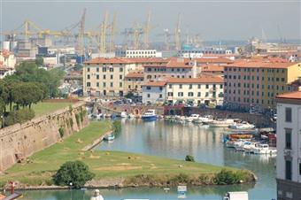 Locale commerciale in Via Gazzarrini, Centro, Livorno