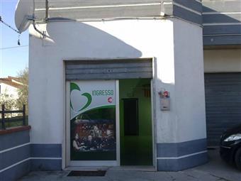 Locale commerciale in Via Gramsci, Giulianova