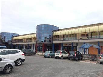 Locale commerciale in Via Giuseppe Vittorio, Giulianova