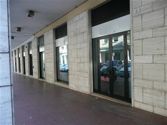 Locale commerciale in Via Savini, Teramo