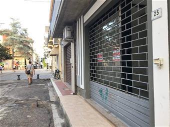 Locale commerciale in Via Di Giorgio, Roseto Degli Abruzzi