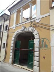 Locale commerciale in Via San Francesco Di Paola, Centro Storico, L'aquila