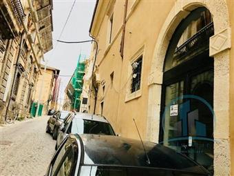 Locale commerciale in P.zza Duomo, Centro Storico, L'aquila