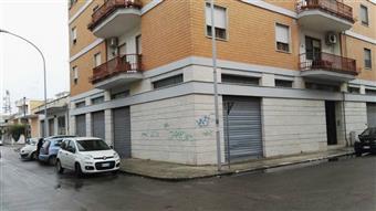 Locale commerciale in Via Armando Perotti, Lecce
