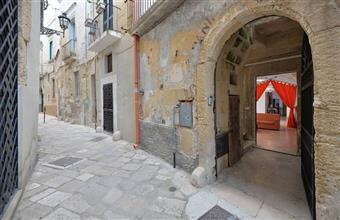 Locale commerciale in Via Sindaco Marangio, Centro Storico, Lecce
