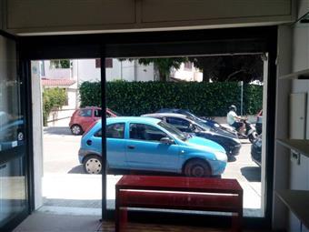 Locale commerciale in Via Pietro Vincenti, P. Partigiani, Lecce