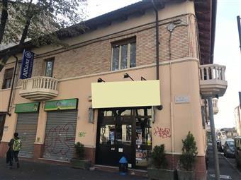 Locale commerciale in Viale Xxiv Maggio, Collegno