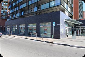 Locale commerciale in Corso Mortara, Borgata Vittoria, Torino