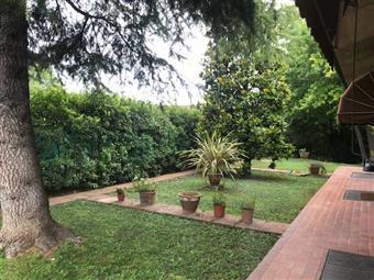 Villa, Borgo Chiesanuova, Mantova, seminuova