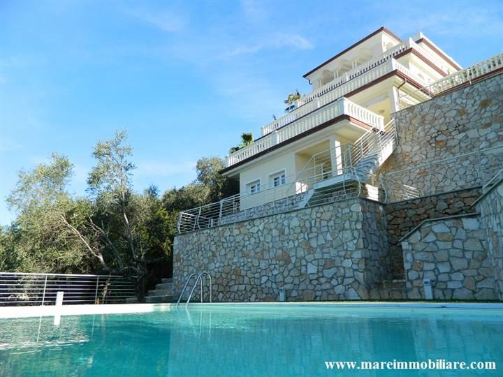 Vendita appartamento prestigiosa villa vista mare con piscina lerici in nuova costruzione - Vendita villa con piscina genova ...