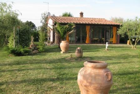 Affitto casa singola scarlino seminuova riscaldamento for Piani casa di campagna con avvolgente portico