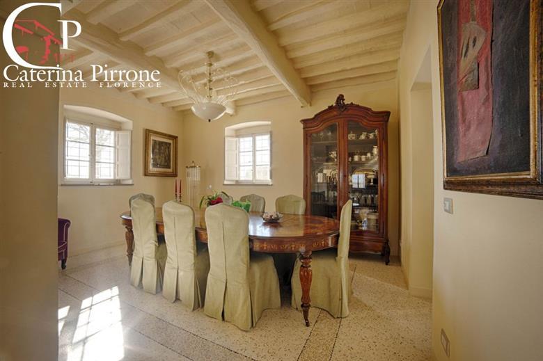 Lucca vendita splendida villa con giardino: Villa, Sant'anna, Lucca, in ottime condizioni