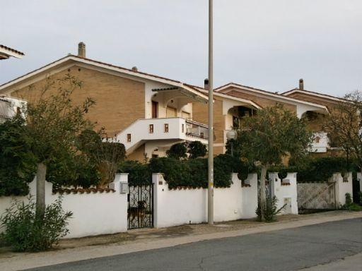 Vendita villa a schiera via casablanca torvaianica for Appartamento affitto aprilia arredato