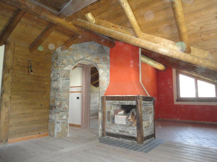 Vendita mansarda ponte di legno in nuova costruzione for Casette di legno di 4 camere da letto in vendita