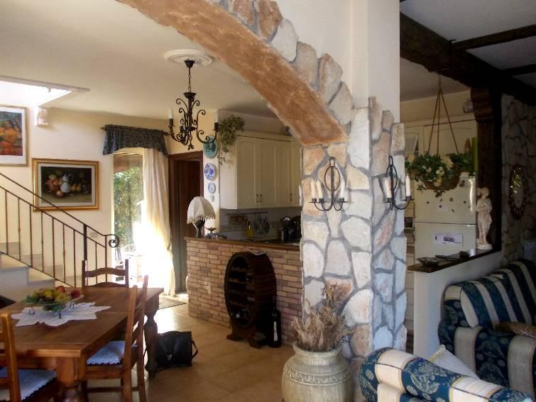Arco in legno per interni gj22 regardsdefemmes - Pietre per interno casa ...