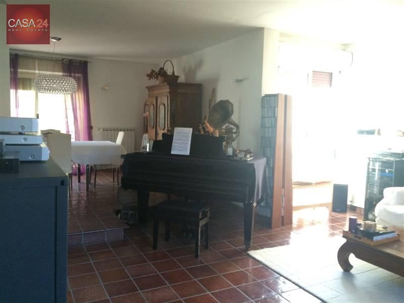 Foto: Villa, Latina, seminuova