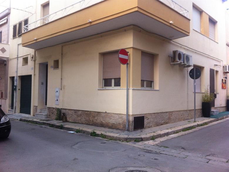 Affitto bilocale gallipoli piano terra rif ri devita400 for Affitto bilocale lecce arredato