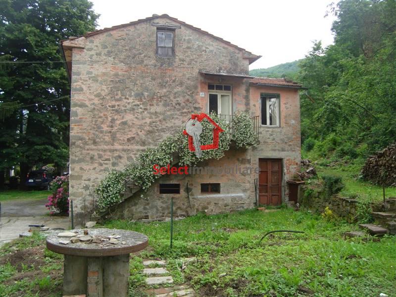 Vendita casa singola casabasciana bagni di lucca da for Piani di casa con garage indipendente e guest house